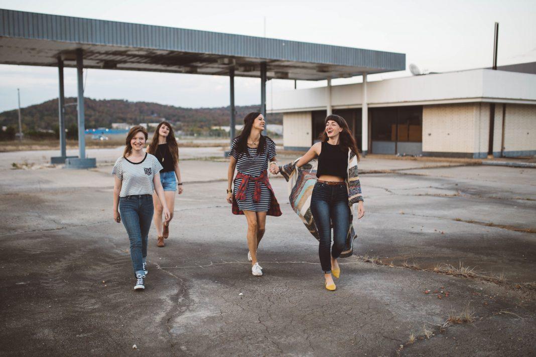 girls, group, teenagers