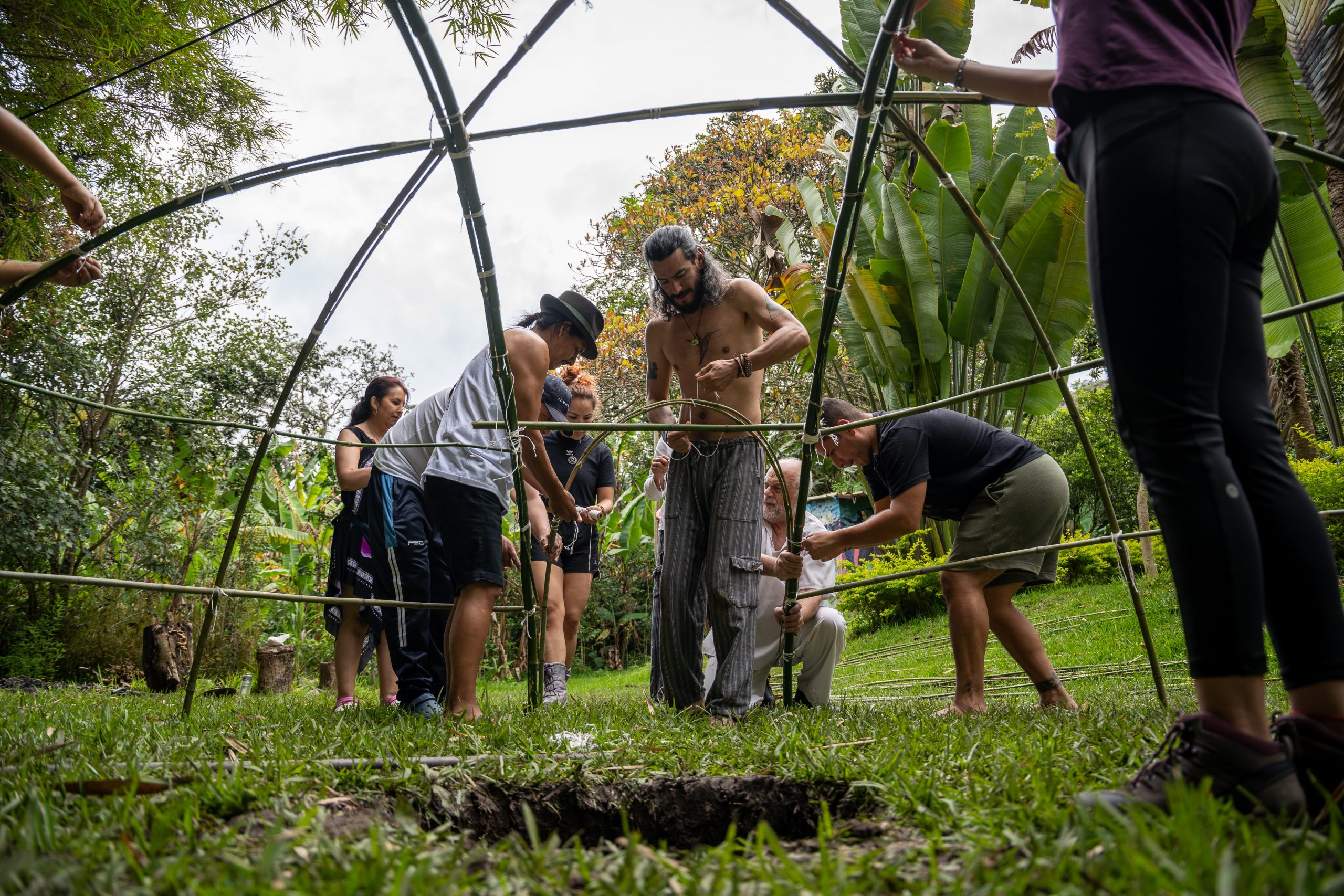 People building temazcal tent